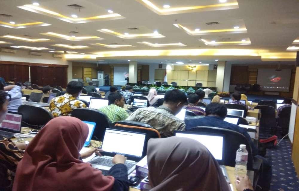 Ilustrasi Kegiatan Monitoring dan Evaluasi Pelaporan PDDIKTI